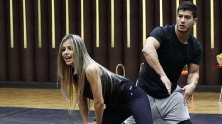 Arthur Aguiar e parceira, durante ensaio para a Dança dos Famosos