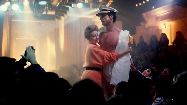 Beatriz Segall e Victor Fasano em cena da novela De Corpo e Alma, de 1992
