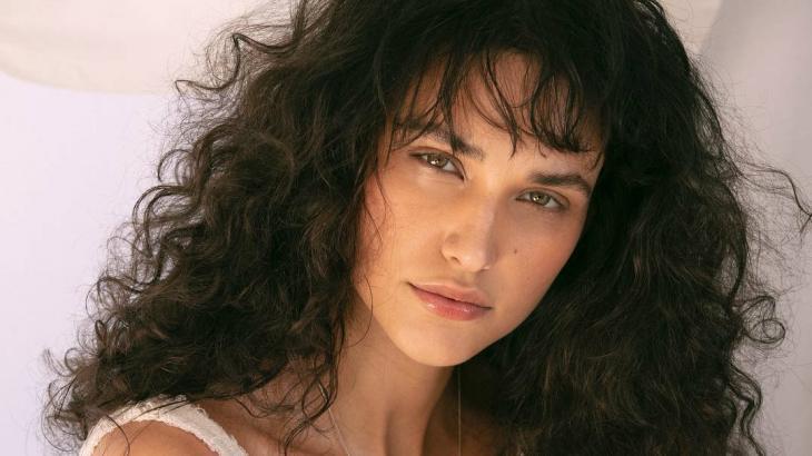Além de Débora Nascimento, confira outras celebridades que se assumiram bissexuais