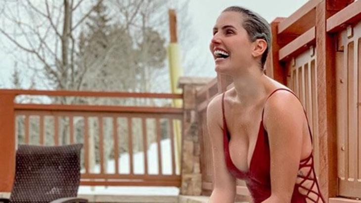 """Deborah Secco curte piscina no frio americano: """"Experiência incrível"""""""