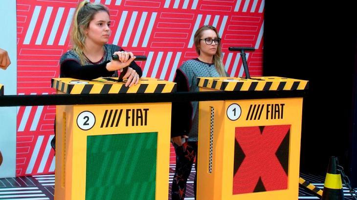 Carla Diaz ao lado de Viih Tube na Prova do Líder no BBB21