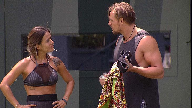 Diego conversa com Carolina após desistir da prova do líder