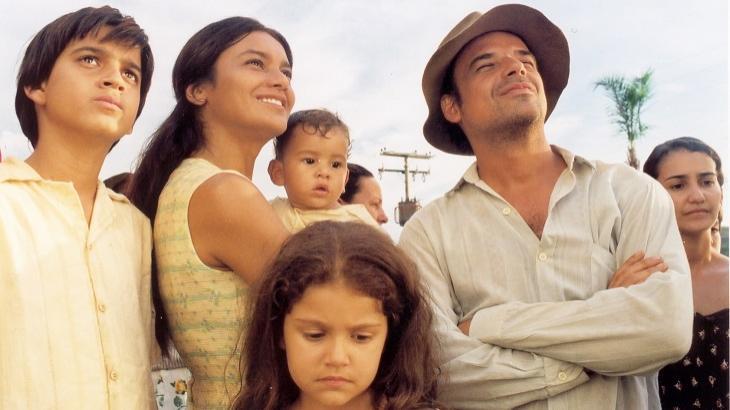 """Luciano homenageia o pai e chora no É de Casa: \""""A Covid tirouo último abraço\"""""""