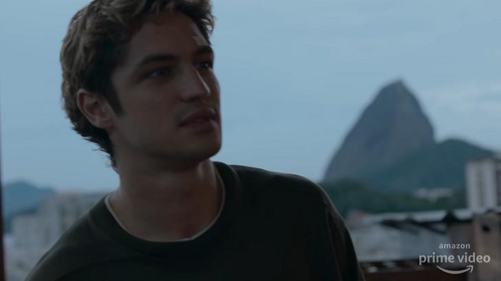 Gabriel Leone como Dom, série do Prime Video