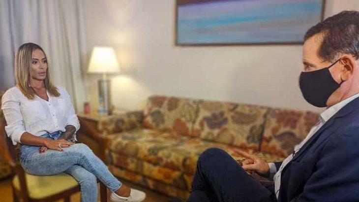 Roberto Cabrini entrevistando Bianca Dominguez