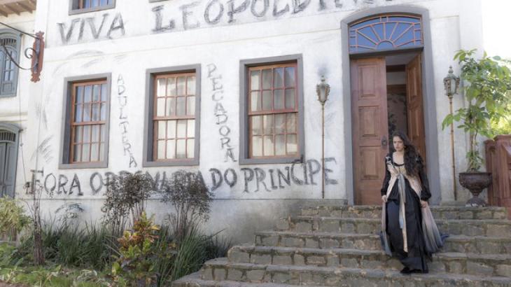 Domitila sofre nas mãos do povo - Divulgação/TV Globo