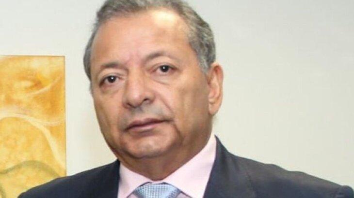 Otávio Raman Neves posado para foto