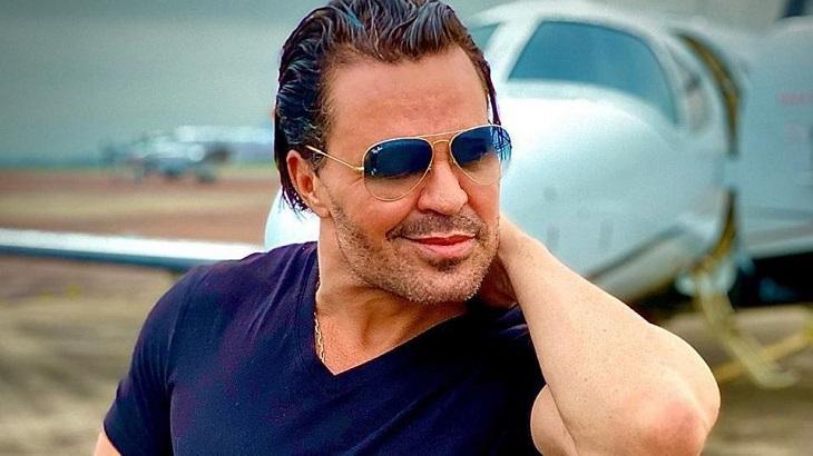 Acusado de ameaçar cantor, Eduardo Costa presta depoimento à polícia