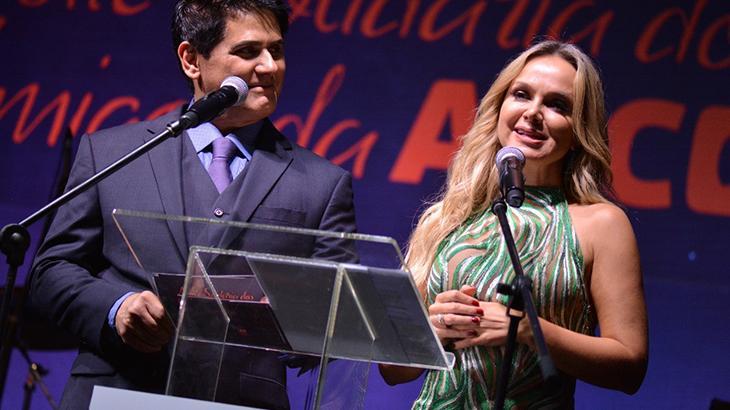 Eliana e César Filhos foram os mestres de cerimônia do evento - Divulgação 25a37258ac