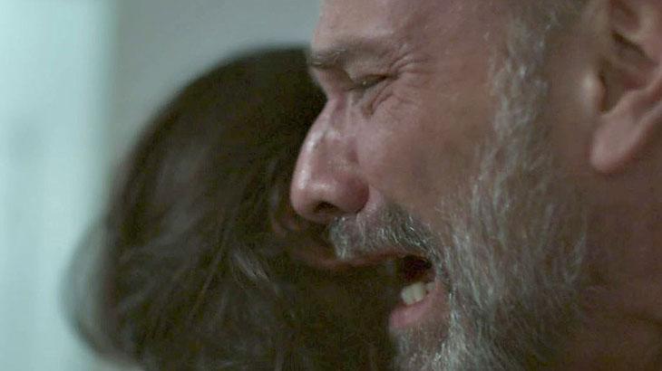 Elias (Marco Ricca) chora a morte do filh