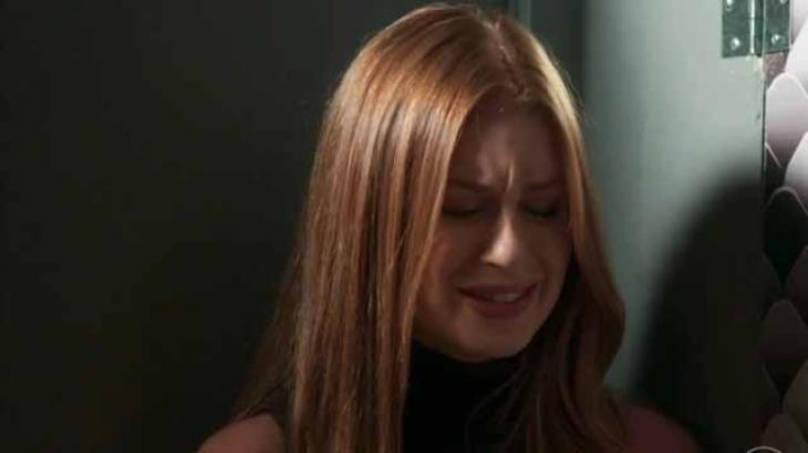 Eliza cai no choro ao ouvir conversa sobre novo affair - Divulgação/TV Globo