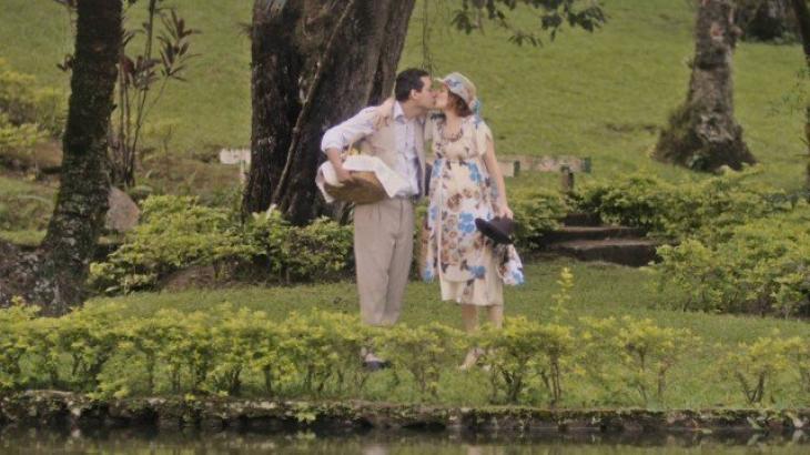 O casal no meio do parque, onde Olga dará à luz - Divulgação/TV Globo
