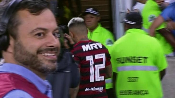 Jogador do Flamengo se recusa a falar com Fox Sports e repórter da Globo ri
