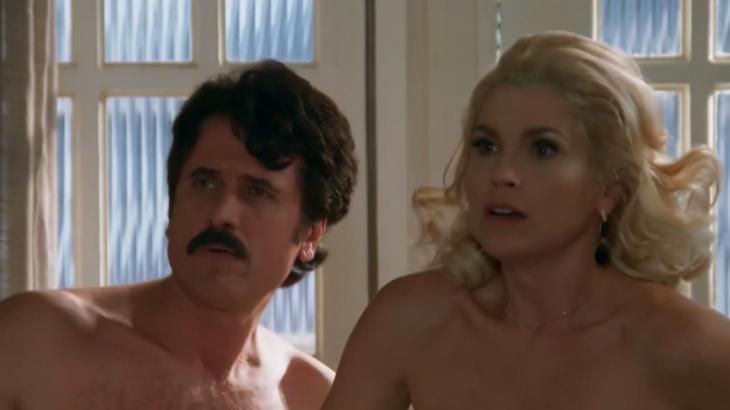 Em Êta Mundo Bom, Ernesto e Sandra são surpreendidos em encontro amoroso por Araújo - Foto: Reprodução/Globo