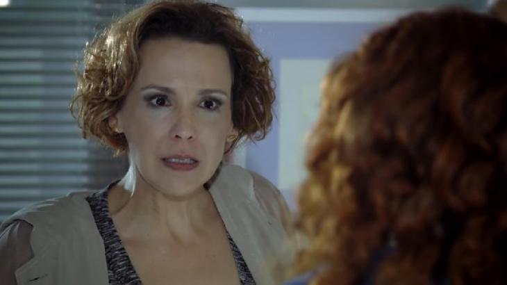 Eva gritando com Rodrigo em A Vida da Gente
