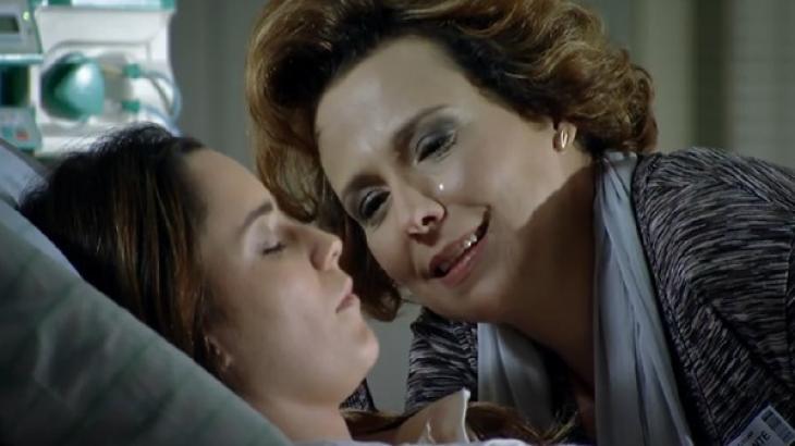 Eva chorando em cima de Ana em A Vida da Gente