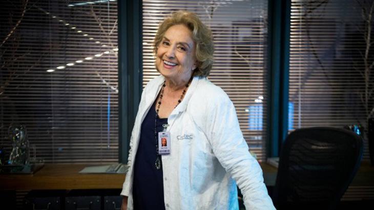 Eva Wilma é a doutora Petra em