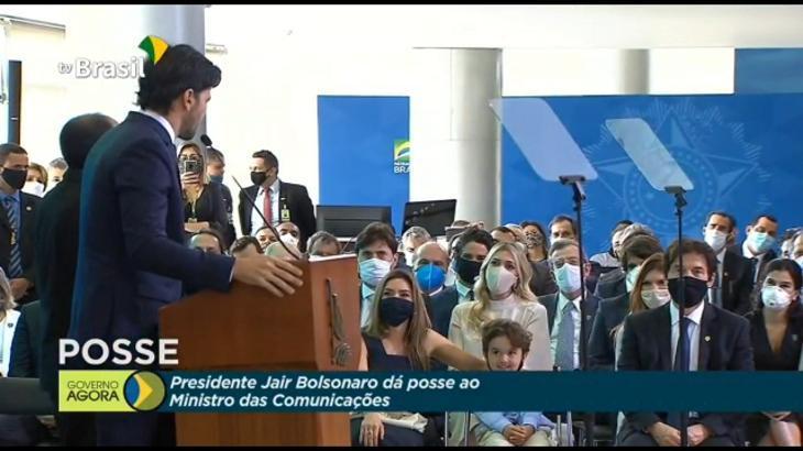 Genro de Silvio Santos toma posse como ministro em cerimônia com Patrícia, Renata e Pato