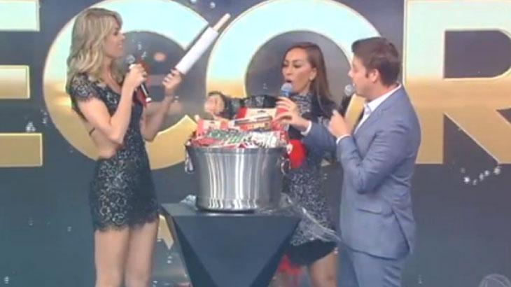 0f56eefc39196 Ana Hickmann dá presente de R  6 mil no amigo secreto e ganha kit para fazer  bolo