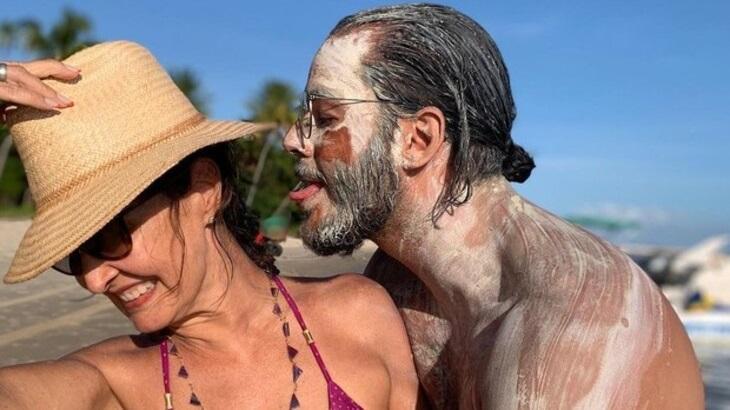 """Fátima Bernardes posa de biquíni com Túlio Gadêlha lambuzado de argila: """"Como resistir?"""""""