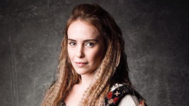 Fernanda Nobre diz que 2017 está maravilhoso e fala sobre personagem em próxima novela