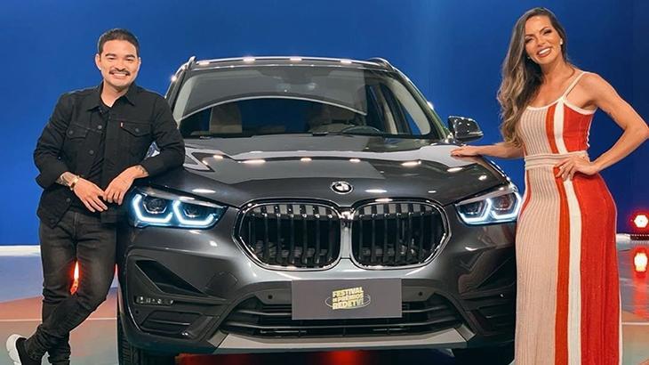 Yudi Tamashiro e Carla Prata sorteiam carro de luxo em concurso da RedeTV!