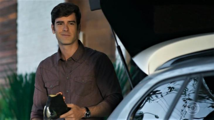 Haja Coração: Preocupado, Felipe tenta devolver bota de Shirlei e é criticado: