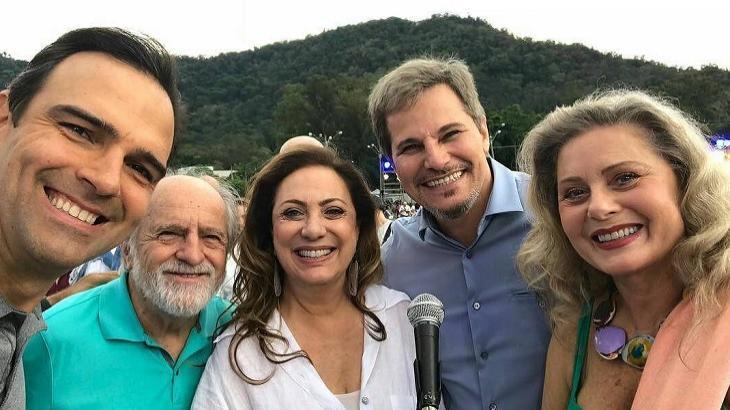 Globo reúne artistas para gravação do clipe de fim de ano; veja fotos