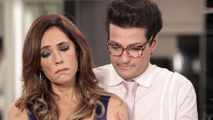 Em Fina Estampa, Crô descobrirá que Tereza Cristina é procurada pela polícia - Foto: Reprodução/Globo