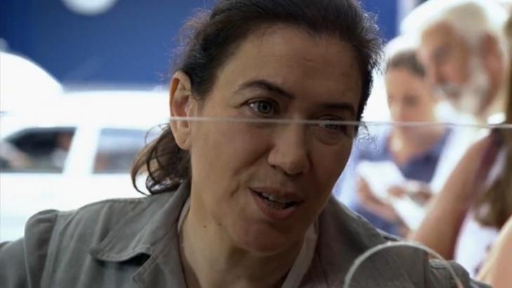 Após tirar a sorte grande, Griselda perceberá que perdeu o bilhete premiado - Foto: Reprodução/Globo
