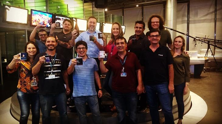 Franz Vacek, de azul, acima, comemora liderança de RedeTV! no Ibope - Reprodução/Instagram