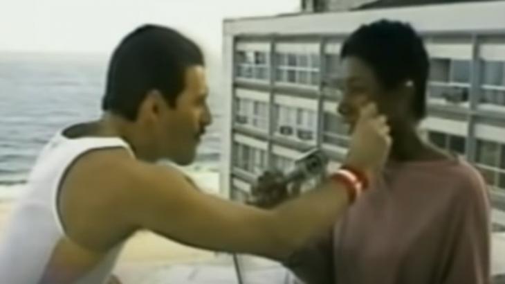 Freddie Mercury foi entrevistado por Gloria Maria em sua vinda ao Brasil, em 1985, para a primeira edição do Rock in Rio