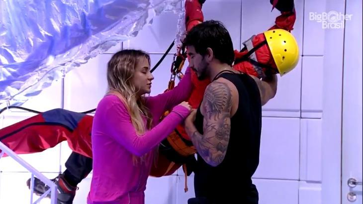 Gabi Martins reza junto com Guilherme no BBB20