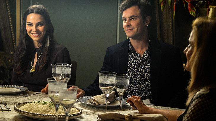 Renato descobre que Clara está internada em 'O Outro Lado do Paraíso'