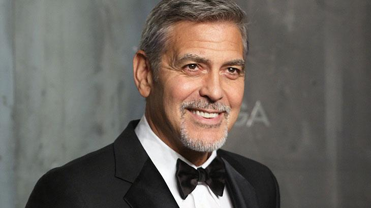 George Clooney sorrindo de cavanhaque