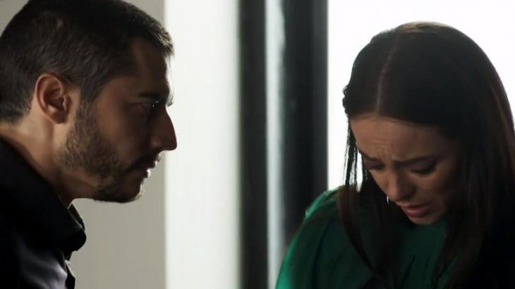Camilo tem Vivi em suas mãos em A Dona do Pedaço - Reprodução/TV Globo