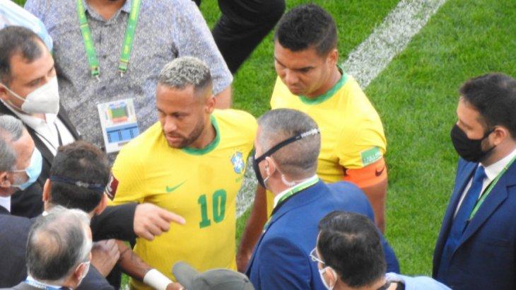 Cena da partida Brasil e Argentina, interrompida pela Anvisa