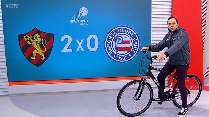"""Apresentador do Globo Esporte entra no estúdio de bicicleta: """"Tá com frio? Pedala"""""""