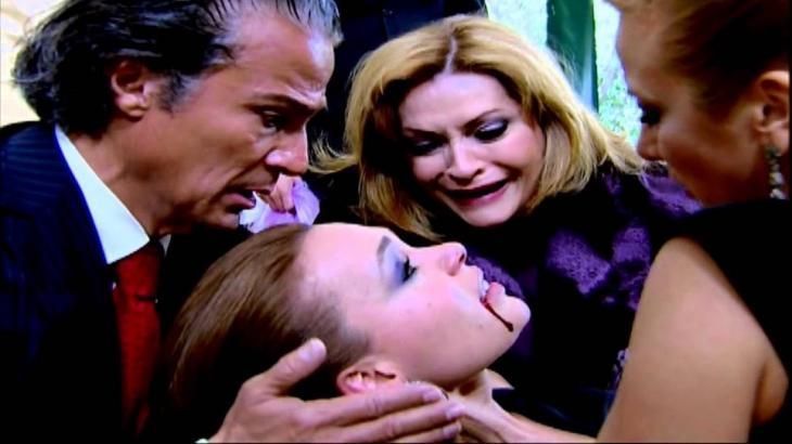 Gonzalo, Renata e Josefina amparam Roberta já morta