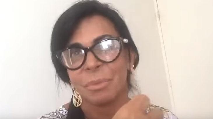 Gretchen briga com internauta após ser criticada por criação de Thammy