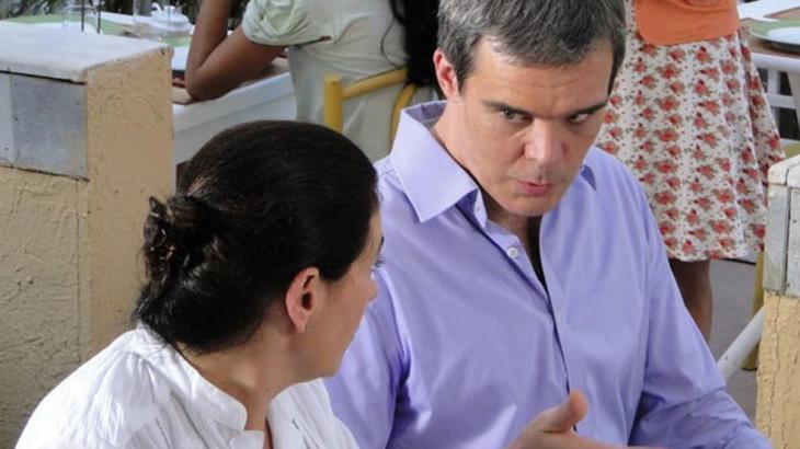 Fina Estampa: Griselda fica ofendida com recusa de René em sociedade