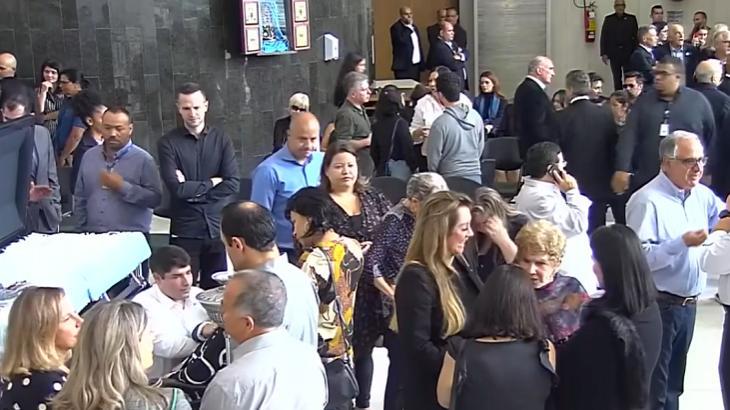 Amigos se despedem de Gugu - Foto: Reprodução/Globo