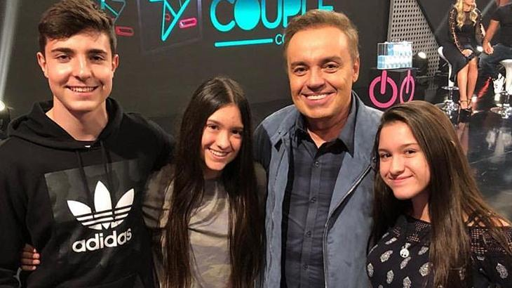 Gugu ao lado dos filhos João Augusto, Marina e Sofia (Foto: Instagram/Reprodução)