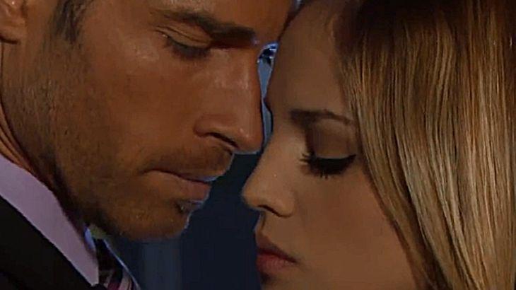 Gusmão e Nikki próximos, quase se beijando