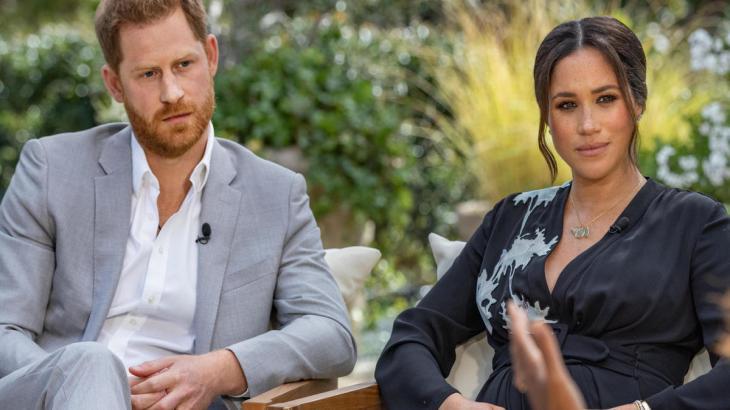 Harry e Meghan sendo entrevistados por Oprah