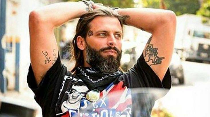 Adeus cabelão, barba e tatoos