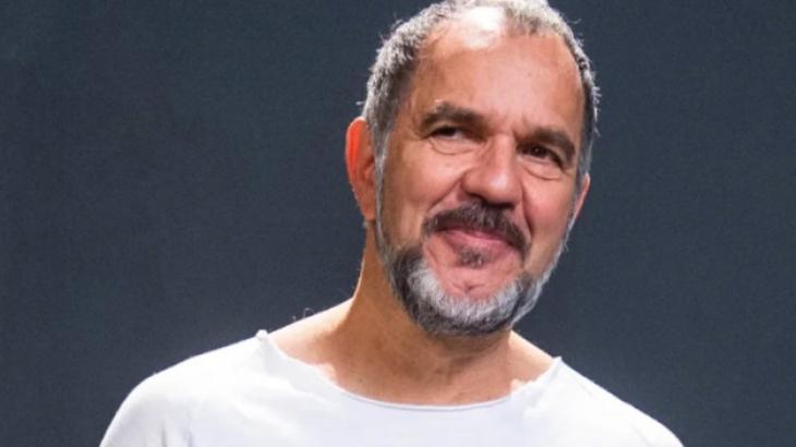 Humberto Martins olhando de rabo de olho