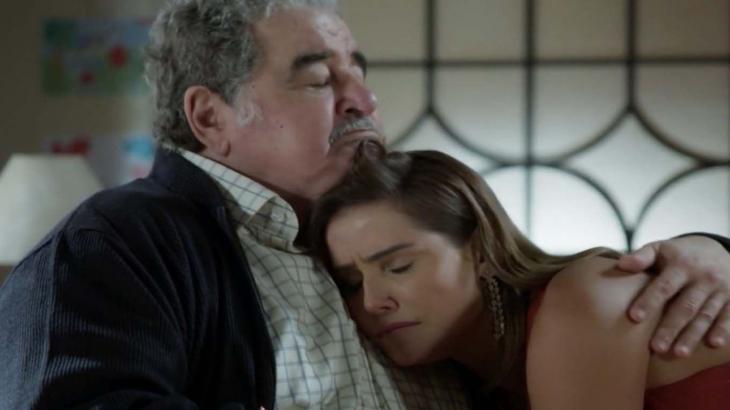 Ignácio e Alexia abraçados