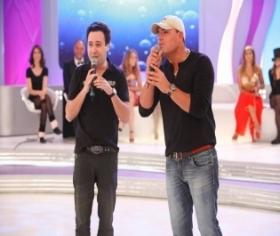 Carlinhos Silva e Vinicius Vieira voltam a ter espaço na Record