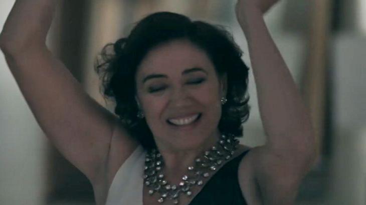 Cena de Império com Maria Marta feliz e dançando